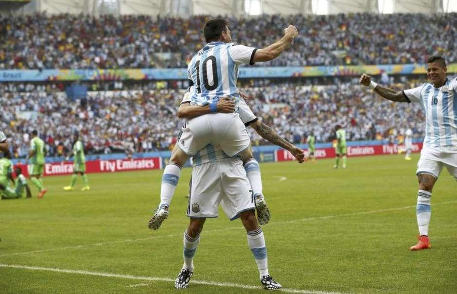 53cbf247c3a25 Argentina vence Nigéria com dois gols de Messi e ambos avançam