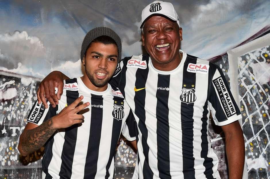 122f0a5881 Santos lança nova camisa em festa com ídolos e Mano Brown