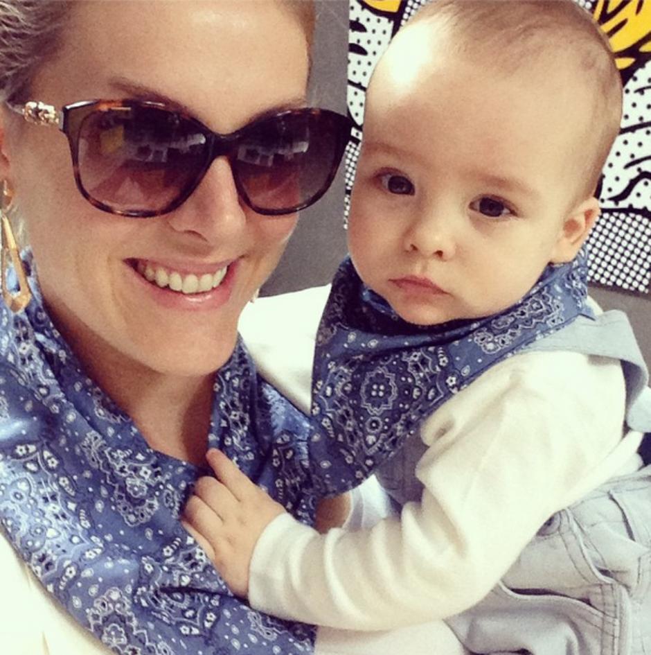 2a8fb458a6e9c De novo  Ana Hickmann veste filho com a mesma roupa que ela