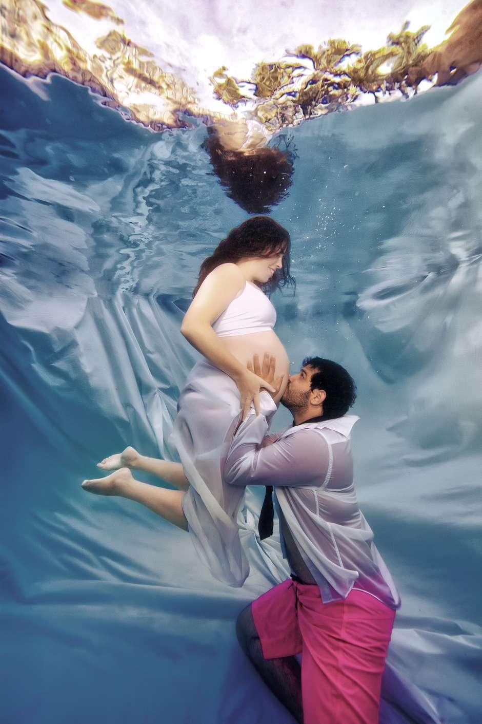 Resultado de imagen para embarazadas bajo el agua