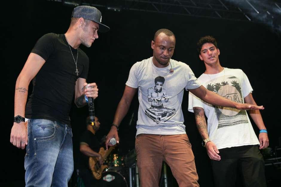 1fb7069640b Neymar e Medina curtem show de Thiaguinho em Santa Catarina