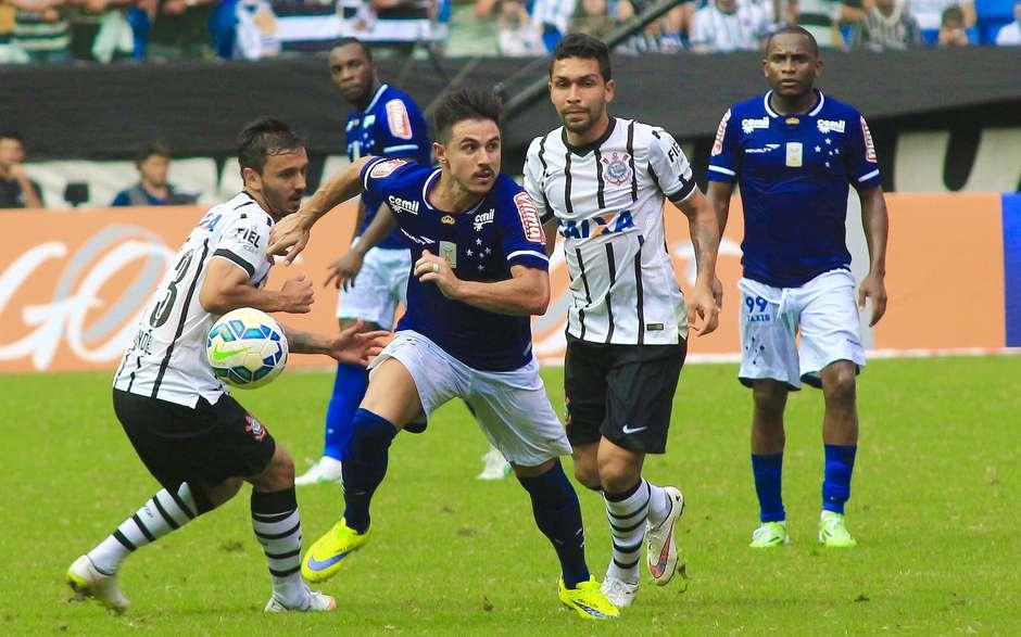 Cruzeiro x Corinthians - 1ª rodada do Brasileiro de 2015 429520e50545f