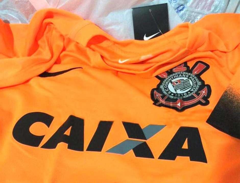 Loja vaza novo terceiro uniforme laranja do Corinthians 307bccce03224