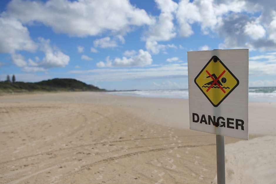 Resultado de imagem para Surfista sofre ataque de tubarão na Austrália