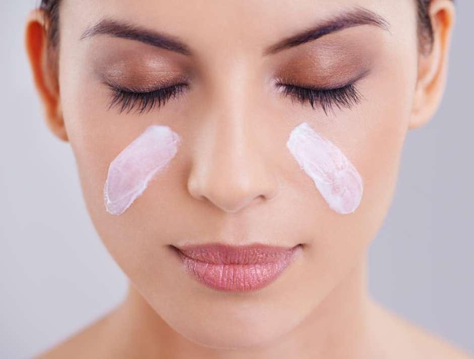 7 dicas  Cuidados com o rosto oleoso garantem uma pele mais bonita 4119f25fc2