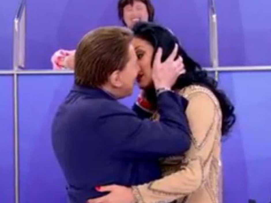 """b097c5c1ec Ganzarolli sobre simulação de beijo em Silvio Santos  """"fiquei tensa"""""""