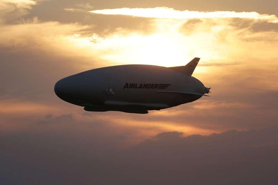 El enorme dirigible Airlander 10 despega por primera vez  GBRETANA-DIRIGIBLE__SPANLON812