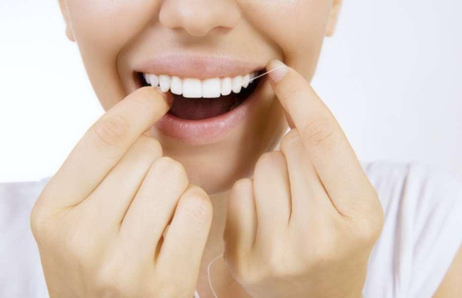 aa30d362e EUA questiona o uso do fio dental. Especialistas rebatem!