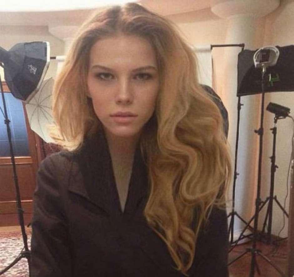 Resultado de imagem para modelo russa Anna Feschenko, de 17 anos