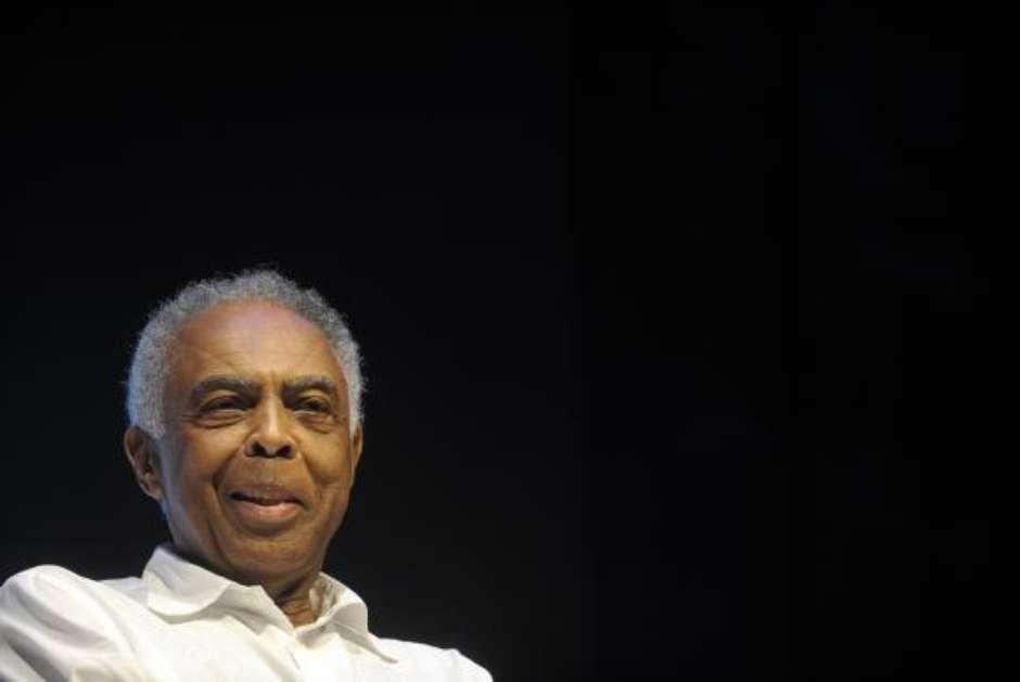 Gilberto Gil permanece internado em SP para exames de rotina