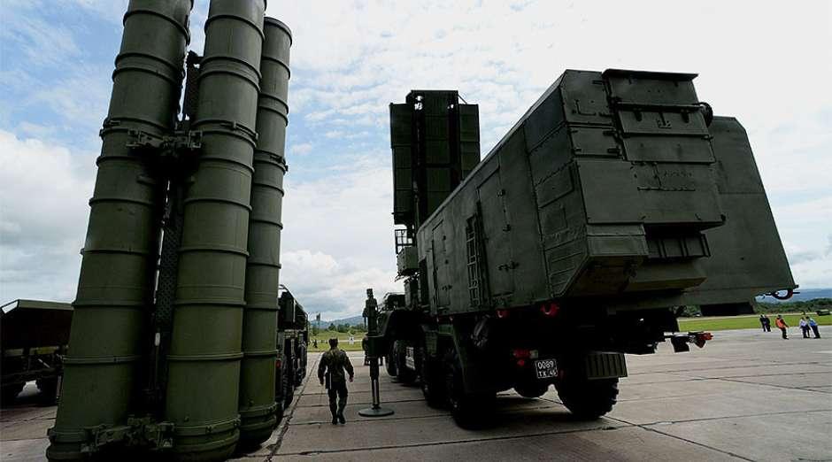 Rússia posiciona mísseis antiaéreos S-400 na Crimeia