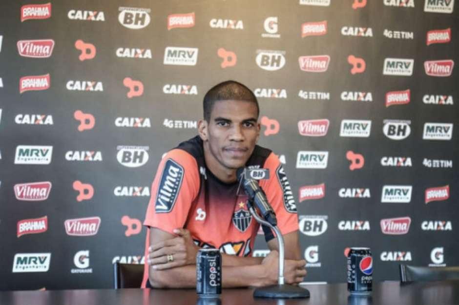 Capitão Leonardo Silva é poupado em treinamento do Atlético-MG 51d9e57b27d5b