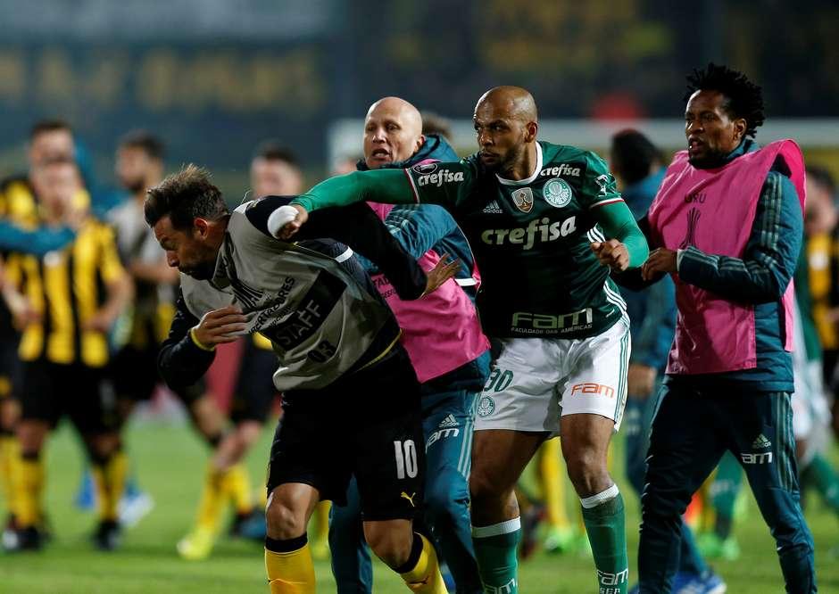Resultado de imagem para Conmebol denuncia Felipe Melo, os dois clubes e mais três uruguaios