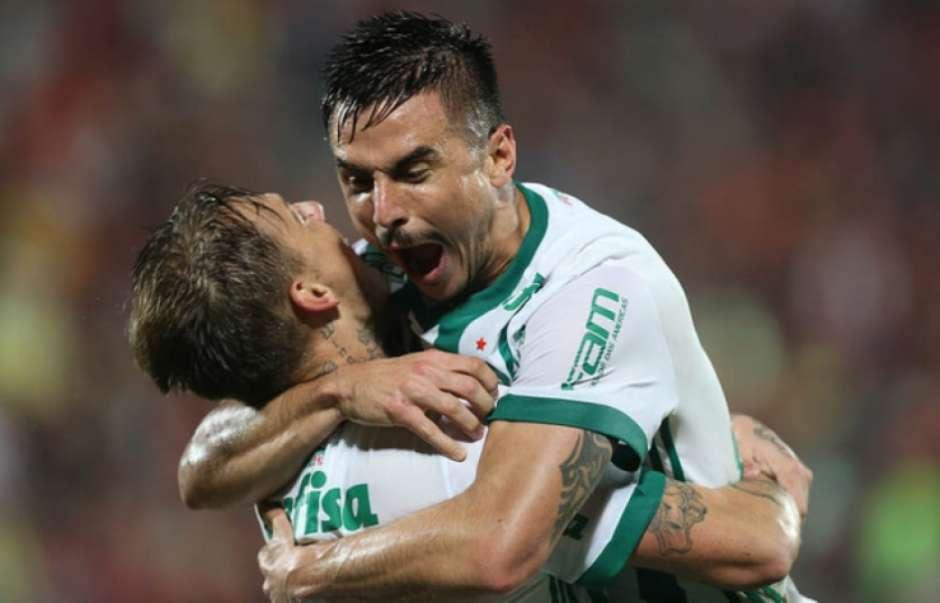 Após fisgada na coxa, Willian não segue com o Palmeiras para Recife