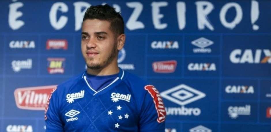 Messidoro chega no Cruzeiro e nega comparação com Messi: só o nome.