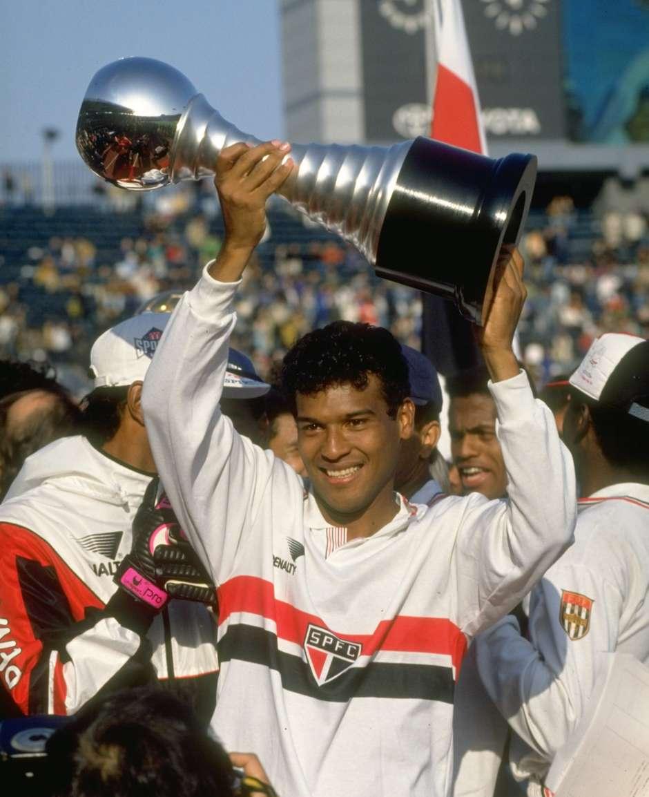 Fifa reconhece títulos mundiais de Santos 0bd2ef4de7cf8