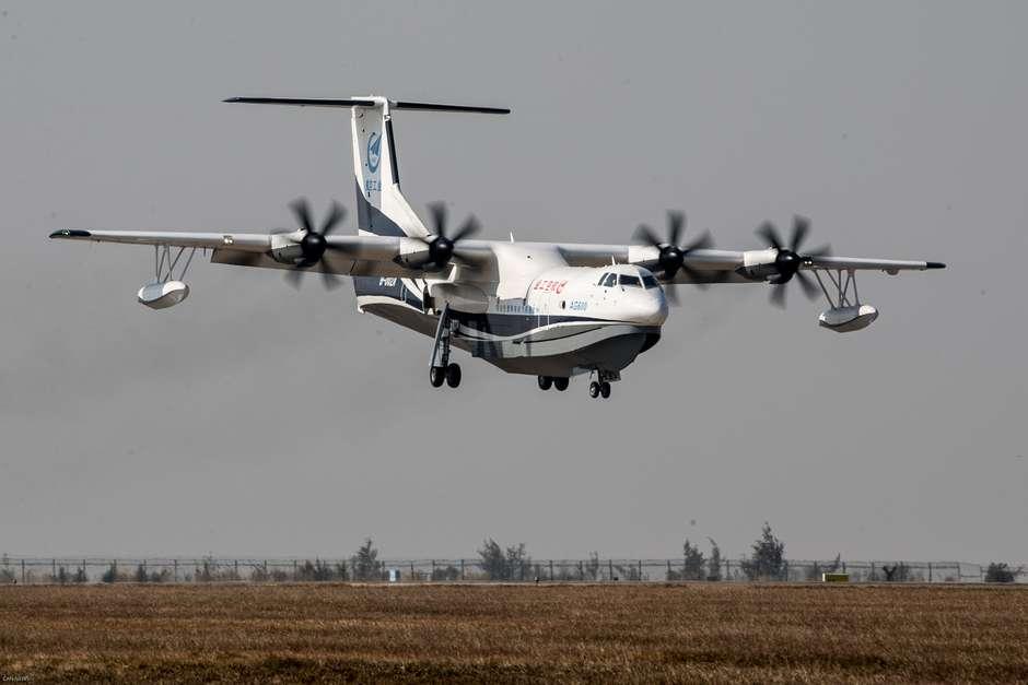 AG600  – Maior avião anfíbio do mundo faz voo inaugural na China