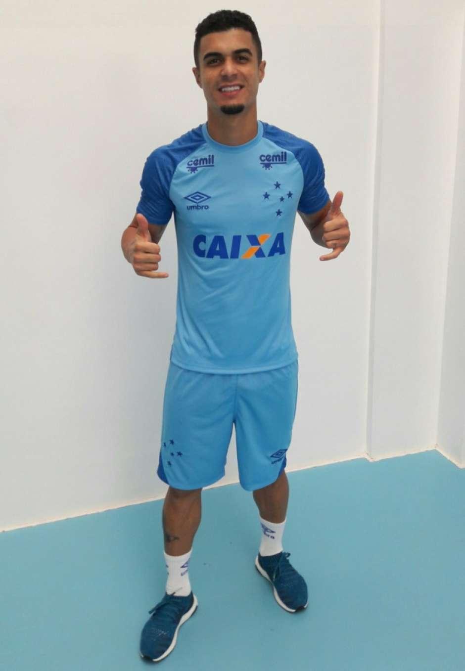 Cruzeiro lança novo uniforme de treino 4e47371b81f65