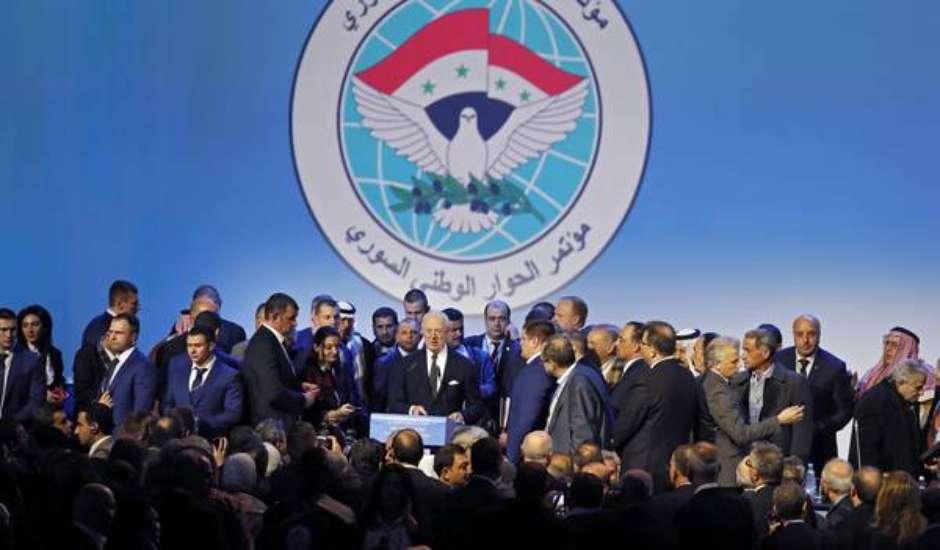 Cúpula em Sochi cria comissão 'constitucional' na Síria
