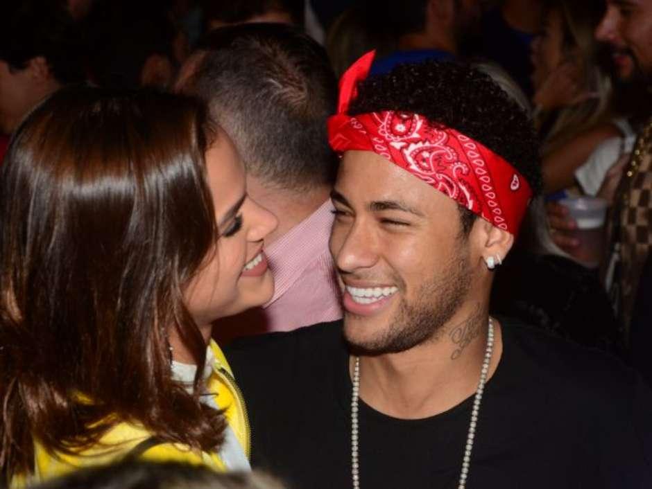 50bacbb0b7c Bruna Marquezine é zoada por Neymar após procedimento estético!