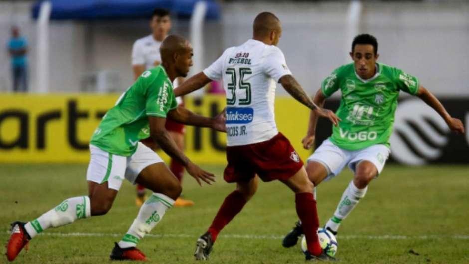 Fluminense marca no fim 2ce1a148f3322