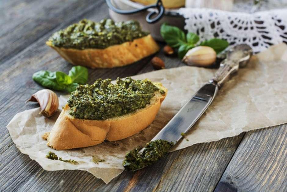 Resultado de imagem para pão italiano e pesto