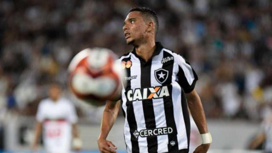 Moisés se destaca no início tímido dos reforços do Botafogo 2453127080c9d