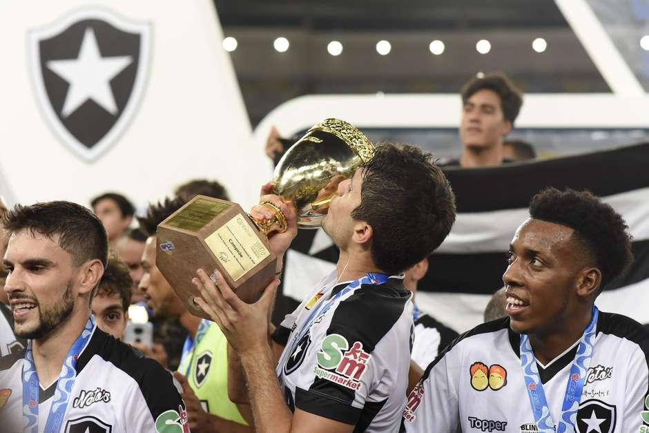 Botafogo vence Vasco e é campeão nos pênaltis 89e6ada4df19d