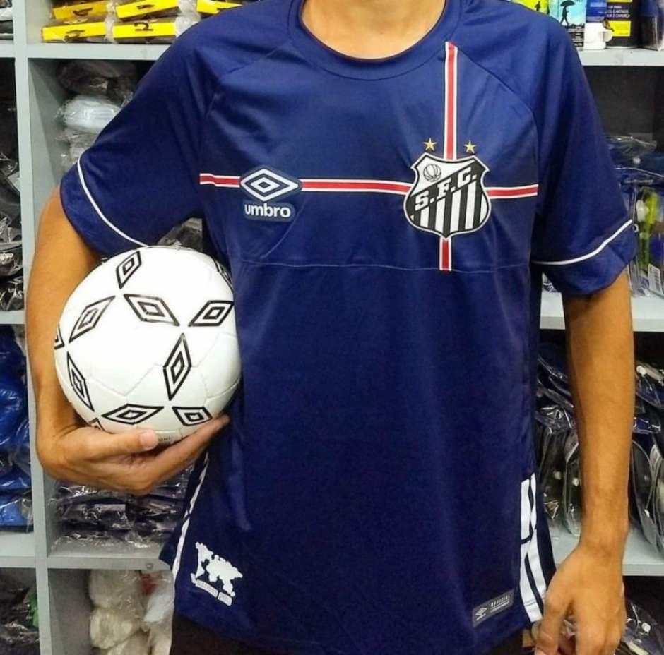 Santos e Umbro lançam camisa azul em homenagem à Inglaterra. Confira! 5035b9dcaec73