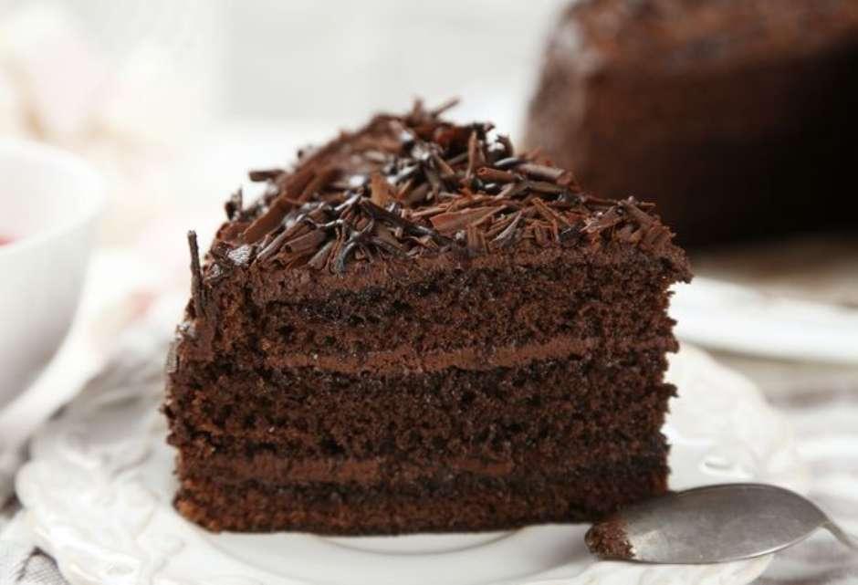 Bolo De Chocolate Fofinho Com Cobertura E Recheio De Brigadeiro