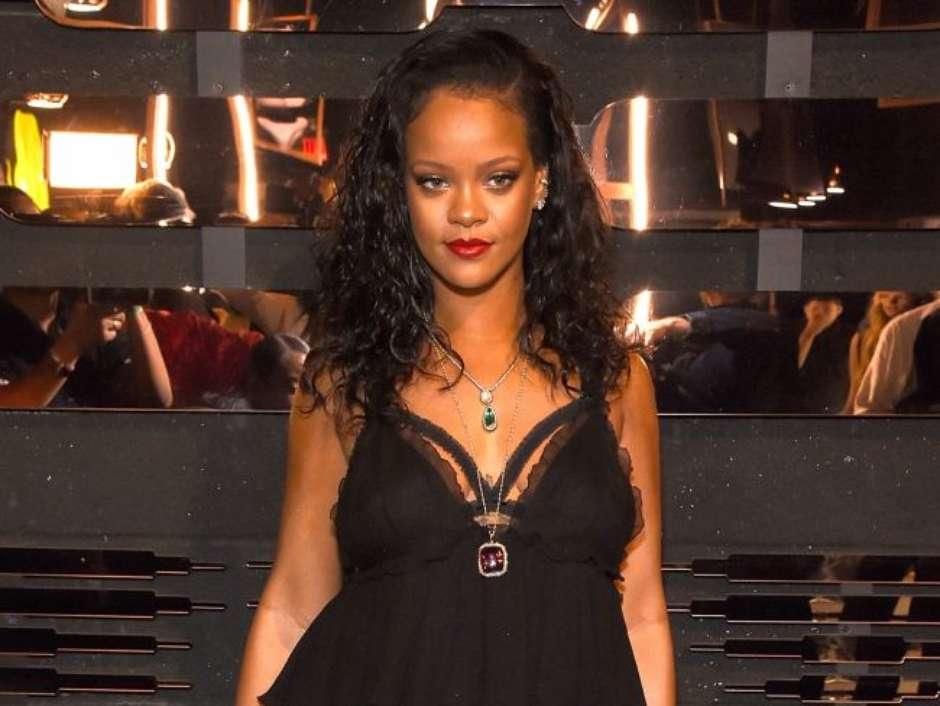 Do básico ao sexy  Rihanna lança linha de lingerie 1d8ae5fdc8f