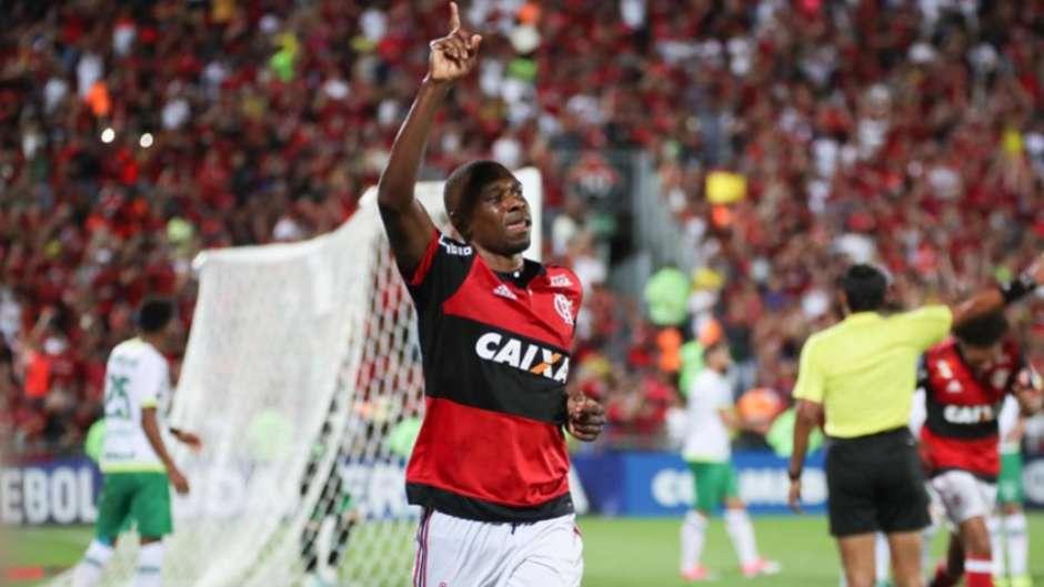 1c446999cf Flamengo espalha olheiros para buscar um novo zagueiro até a Copa