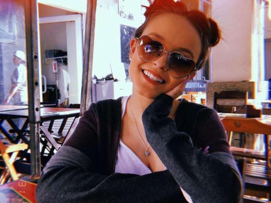 b97ad36f45a61 Larissa Manoela é a rainha dos óculos  Veja os melhores modelos!