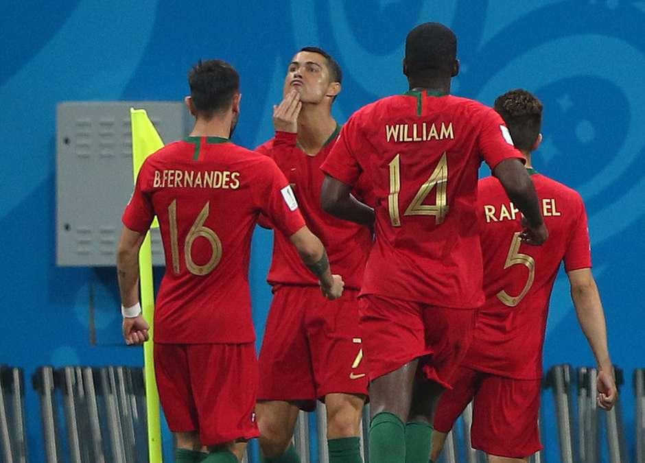 Comemoração de CR7 ao repetir Pelé seria provocação a Messi b128955057e4d