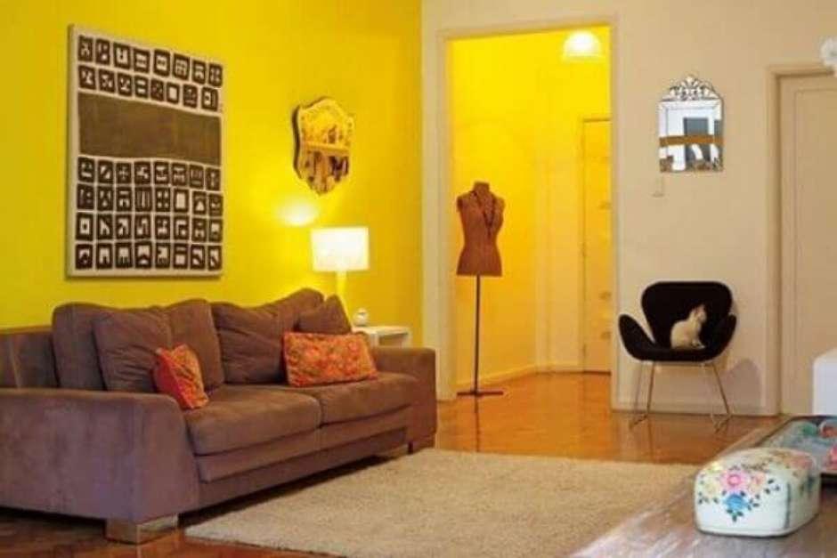 Resultado de imagem para ambiente com uma só parede amarela