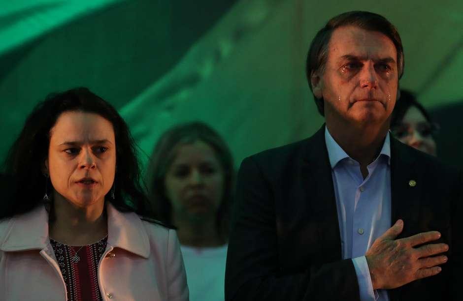 Resultado de imagem para Bolsonaro ataca PT e PSDB ao ser aclamado candidato, pede união de brasileiros