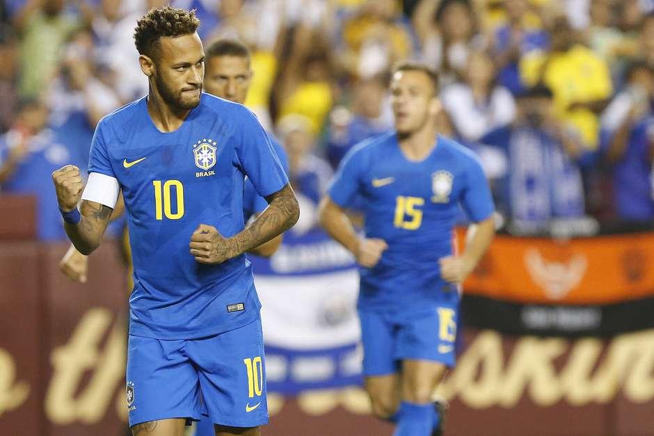 Seleção goleia fraco El Salvador com dois de Richarlison 6a1ec415dbd81
