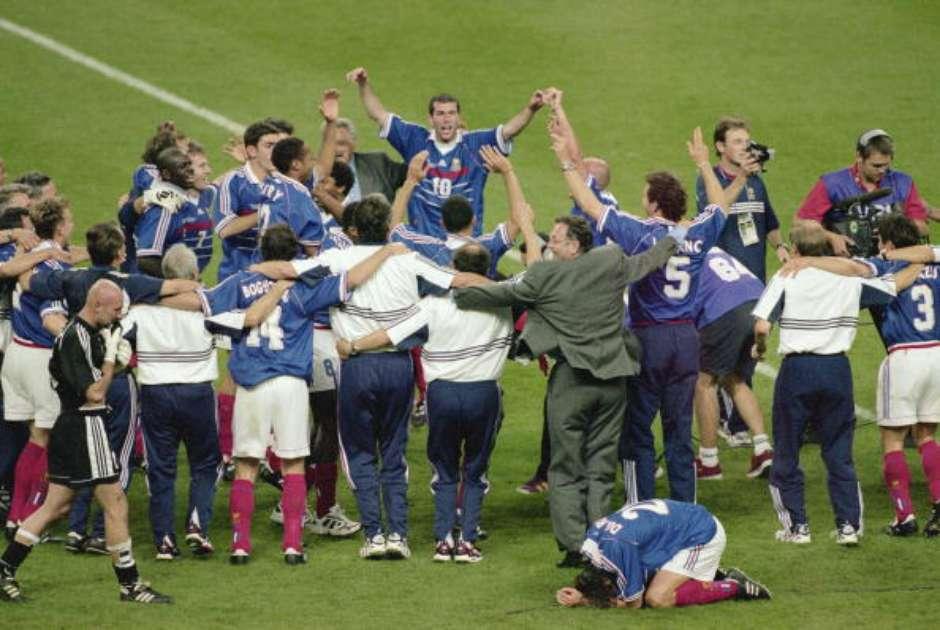 36187b148b7b8 Camisa de Zidane na final de 98 contra Brasil será leiloada