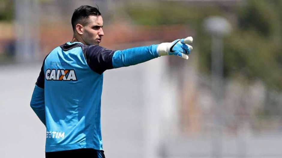 Quando será  Demora para o retorno de Gatito gera apreensão no Botafogo 2aac88a441086