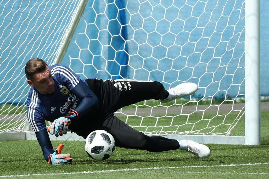 Argentina muda goleiro para amistosos com Iraque e Brasil por lesão de  Armani cdcf18eaac
