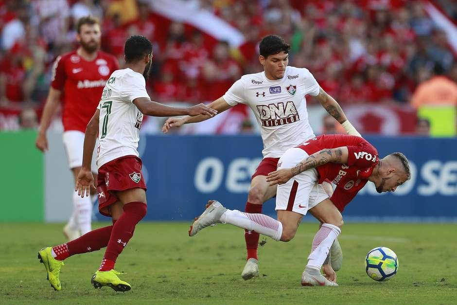 Inter bate Fluminense e garante vaga direta na Libertadores c97a6d64963d7