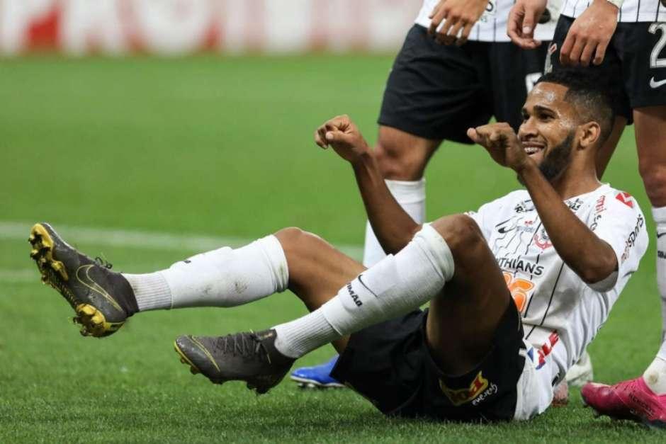 Everaldo dedica primeiro gol pelo Corinthians ao seu pai e se coloca à disposição para ser espião de Carille