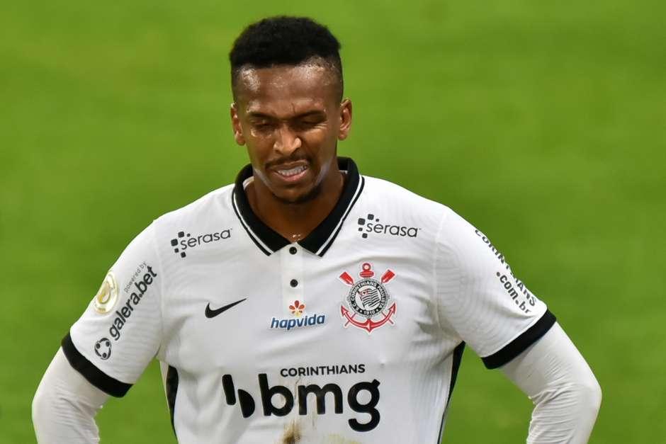 Corinthians confirma lesão e não terá Jô contra o Flamengo