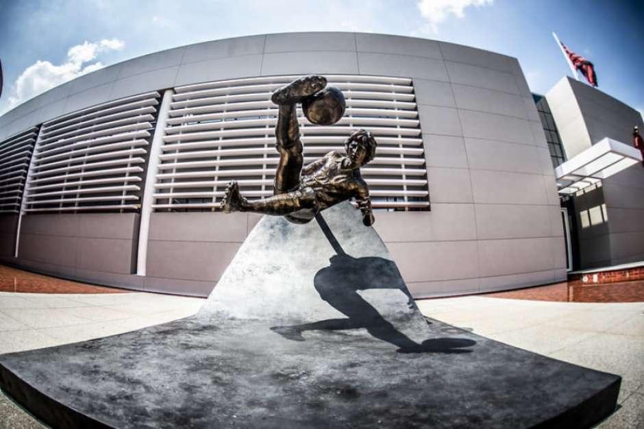 Agora no Ninho, estátua motiva desabafo de Zico: Não tinha a menor ideia que causaria tanto problema