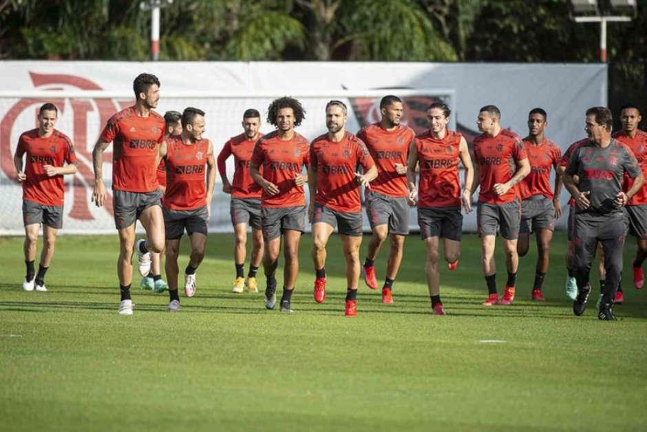 Após 100 dias, Flamengo volta a ter todos os titulares à disposição para buscar vaga na Libertadores