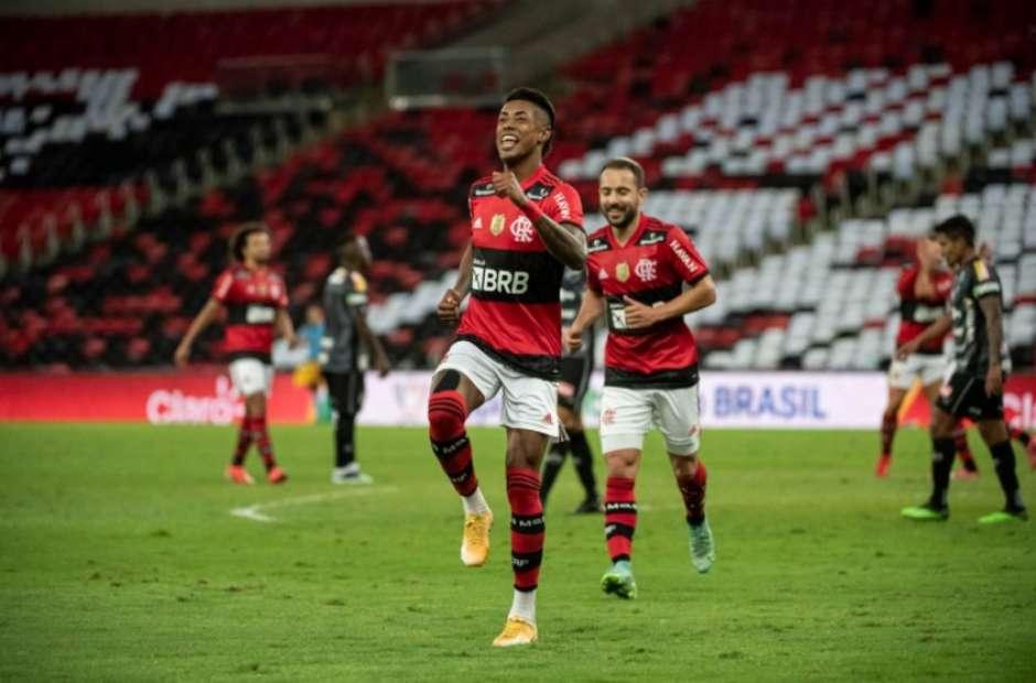 Bruno Henrique crava seu nome na história do clássico entre Flamengo e Corinthians; entenda