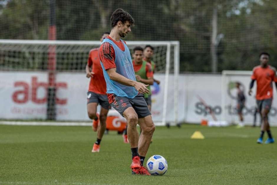 Rodrigo Caio dá mais um passo rumo ao retorno aos jogos do Flamengo