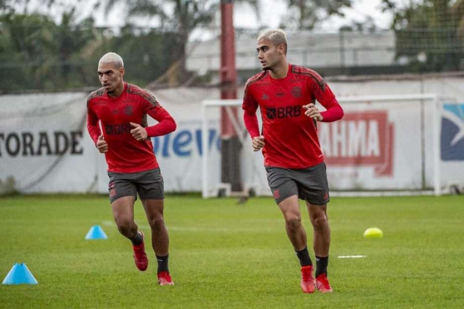 Em reapresentação do Flamengo, Bruno Henrique vai a campo, mas segue como dúvida
