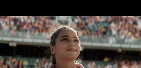 Nadal joga futebol e incentiva meninas no mundo dos esportes