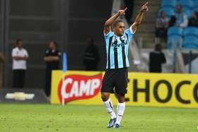 c5d2167e56 Welliton (São Paulo)Emprestado ao Grêmio desde o começo do ano